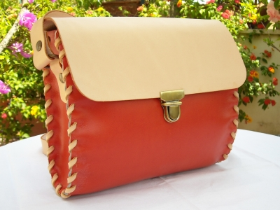 natural leather woman bags hand crafted and sewn